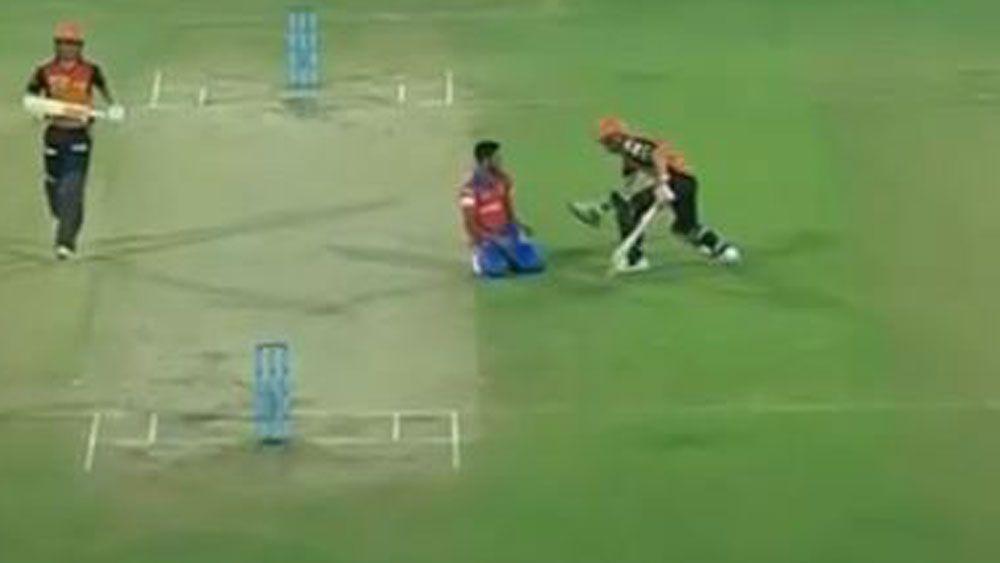 IPL 2017: Will David Warner's good deed help heal relations between Australian and Indian players?