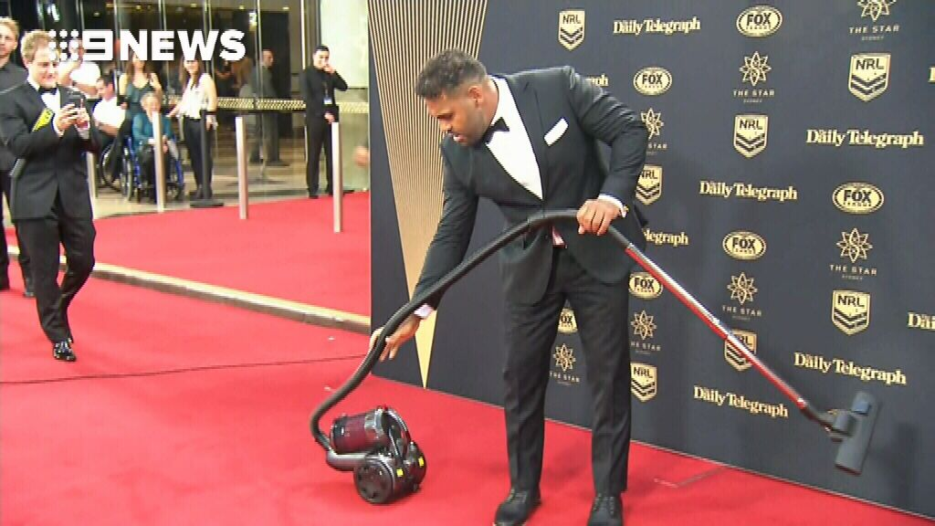 Thaiday cleans red carpet
