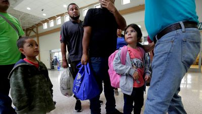 Migrant children to be housed on US defence bases