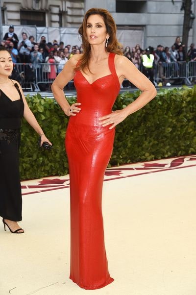 <p>Cindy Crawford paid tribute to her 25-year-old self by donning a red Versace gown similar to the style she famously wore to the 1991 Academy Awards.&nbsp;</p> <p>Maybe it's the absence of Richard Gere on her arm  but Crawford almost looks better now than she did 27 years ago.</p>