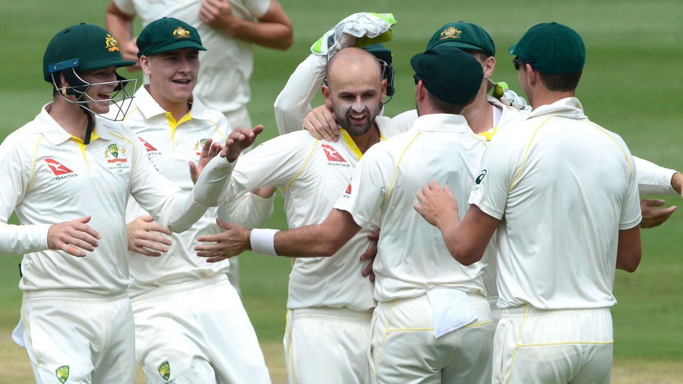 Sayers bags two late scalps; South Africa 6-313