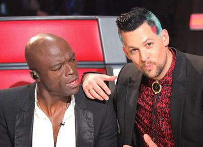 Even technicolor hair can't stop Joel from getting serious with co-mentor Seal.<p>Image: thevoice.com.au/Facebook</p>