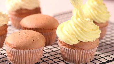 "Recipe: <a href=""https://kitchen.nine.com.au/2017/12/05/10/22/how-to-make-fluffy-buttercream-frosting"" target=""_top"" draggable=""false"">Perfect buttercream frosting (VIDEO)</a>"