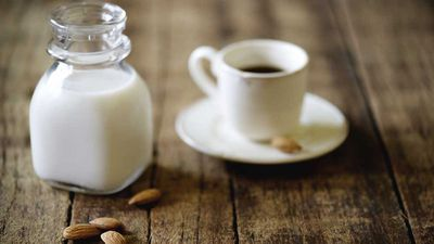 Almond milk coffee: What is it?