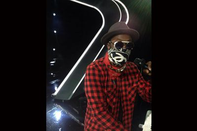 @iamwill: Me taking a pic of me...multipleWILLs on #theVOICEau... <br/>