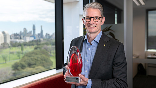 Professor Brendan Crabb with the 2019 GSK Award for Research Excellence.