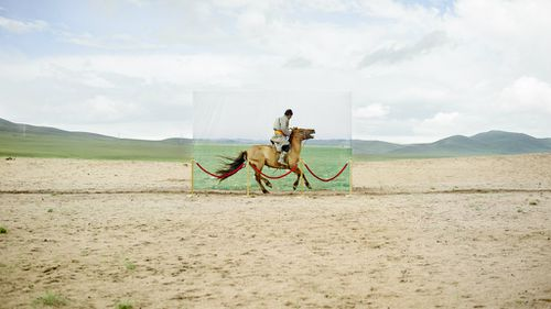 Mr Daesung's photos illustrate the threat to the nomadic way of life in Mongolia. (Daesung Lee, indiphoto.net)