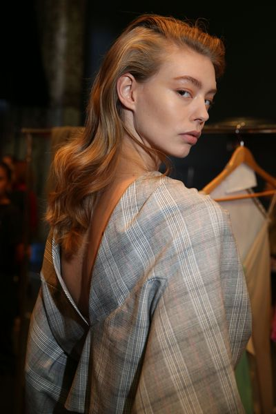 <p><strong><em>Bianca Spender Mercedes Benz Fashion Week '18&nbsp;</em></strong></p> <p>Carla Zampatti's daughter stuck to her pared-back aesthetic with a minimal complexion and a nude lip.</p>