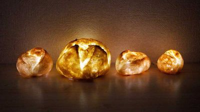 <strong>Yukiko Morita's Pampshades bread lights are our favourite new food hybrid, only this time it's art.</strong>