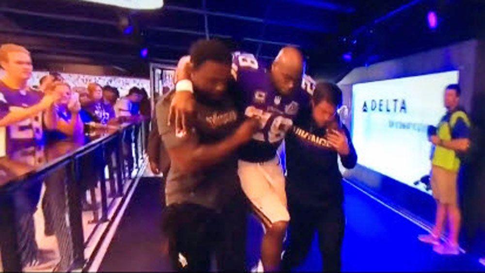 NFL: Viking forced to walk through restaurant in new stadium