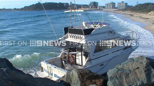 The 33-foot cruiser ran aground about 7.30pm yesterday. (9NEWS)