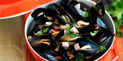 Mussels with speck, oregano & lemon