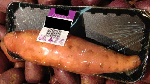 A photo of a single potato packaged in plastic at Woolworths sparked an online petition last year. (Change.org)