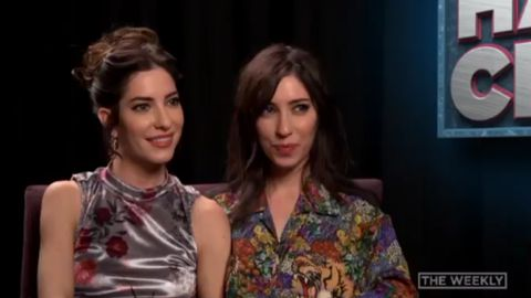 "Tom Gleeson asks the Veronicas to ""kiss and get it over with"""