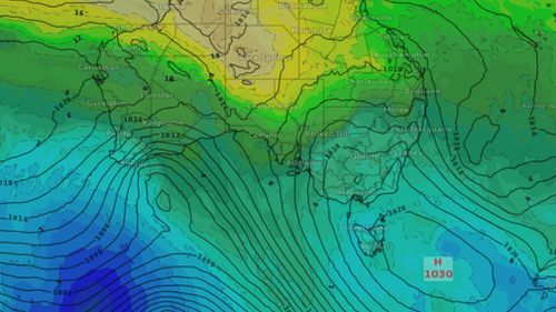 A broad high pressure system will keep skies clear along the east coast. (Weatherzone)