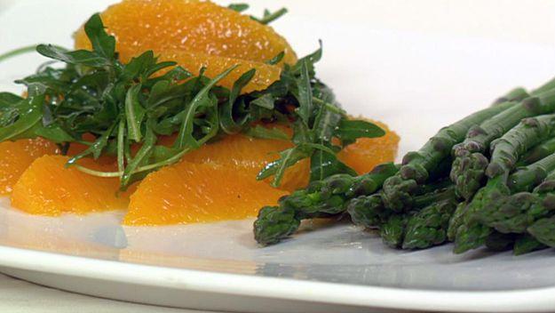 Asparagus and orange salad