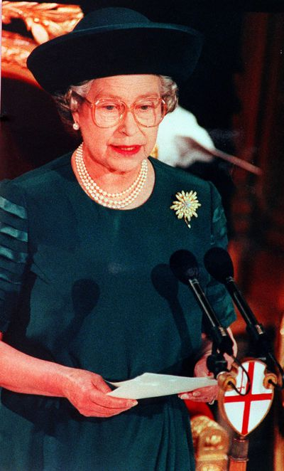 Queen delivers a speech at Guildhall, November 1992