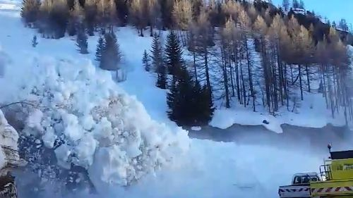 Within a matter of moments however a wall of snow can be seen tumbling down the hillside towards them. (Facebook/Baptiste Chassang)
