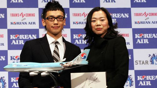 Korean Air chairman's daughter forces plane delay after 'nut rage'