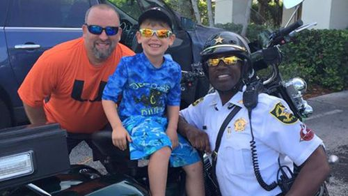 Boy shouts police officer breakfast to show his appreciation