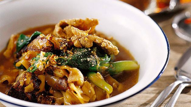 David Thompson: Charred rice noodles and chicken with thickened gravy (Raat nar gai)
