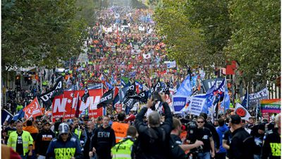 Workers rally to shut Melbourne's CBD