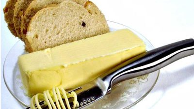 Butter knife magic cuts and spreads your butter evenly