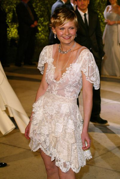 Kirsten Dunst rocks a lace white frock at the 2004 Vanity Fair Oscar Party in Beverly Hills.