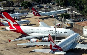 Union dossier accuses Qantas of 'shocking disregard' for COVID-19