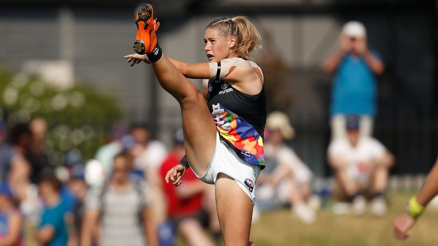 Athletes rally behind AFLW star after trolls make 'inappropriate' comments over photo