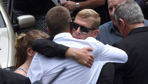 Mick Fanning farewells older brother Peter at funeral