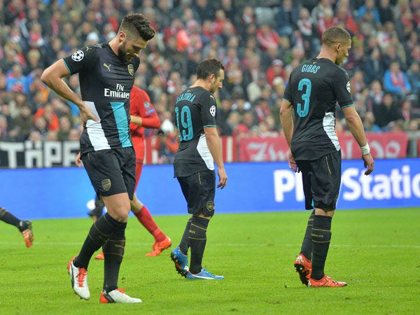Arsenal players react to the 5-1 drubbing. (AAP)