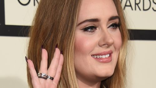 Singer Adele waves to fans on the red carpet during the 58th Annual Grammy Music Awards in Los Angeles February 15, 2016. (AFP)