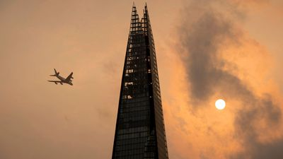 'Apocalyptic' glow blankets London in dust phenomenon
