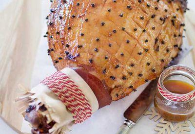 Baked ham glazed with fresh apricots