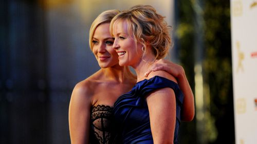 Rebecca Gibney and Jessica Marais in 2010. (AAP)