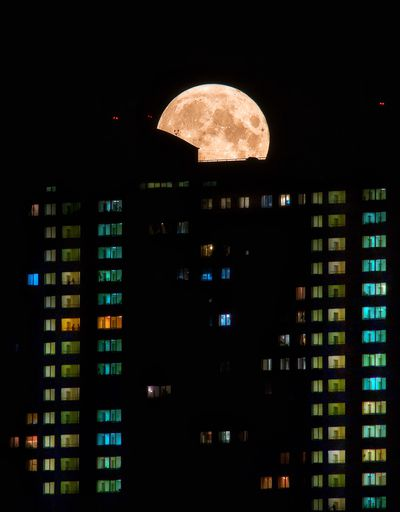 The Full Moon in Moscow by Anna Kaunis