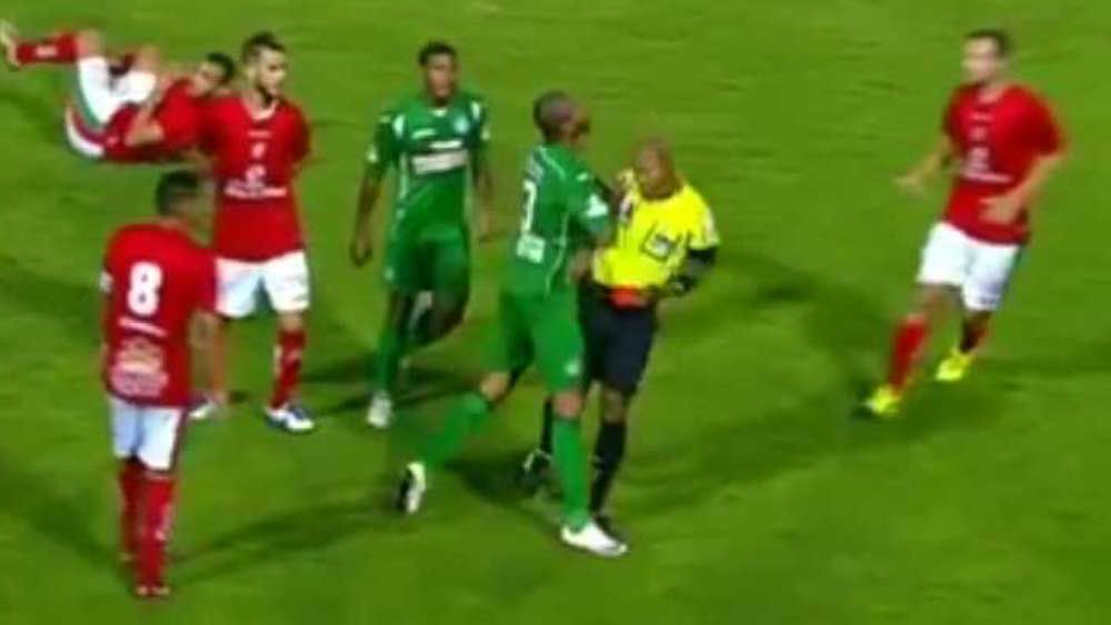 Football: Defender attacks referee after being shown red card