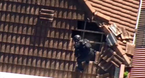 Man pulled from roof and arrested after Melbourne home invasion