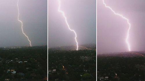 Lighting bolts hammer Melbourne. (Joel/Melbourne Storm Chasers)