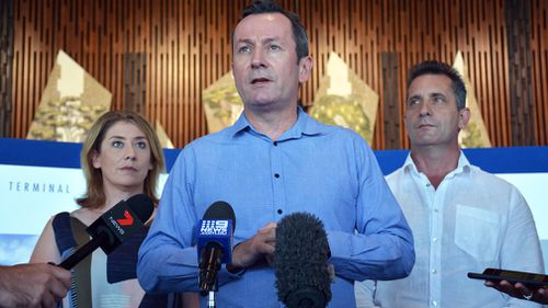 Western Australian Premier Mark McGowan's government is negotiating a non-stop nine-hour flight between Perth and India (AAP).