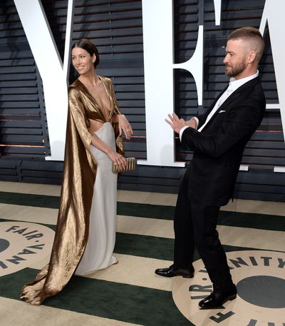 Justin and Jess joked around at the 2017 Vanity Fair Oscar Party.