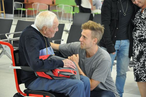 Professor David Goodall says one last farewell to his grandson before boarding the flight to Europe. (9NEWS)