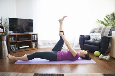 <strong>Single-leg lying hamstring stretch</strong>