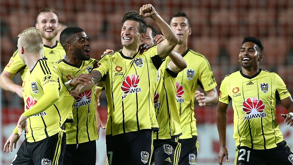 Phoenix too sharp for Mariners in A-League