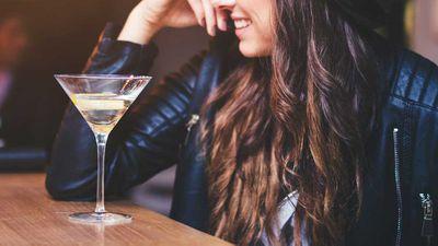 Restaurant bans women from sitting alone at bar