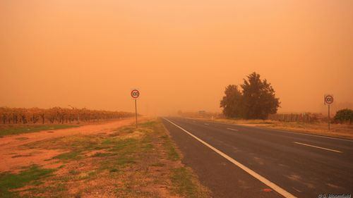 Mildura has been bathed in orange dust after the storm moved through. (Supplied, Steven Bloomfield)