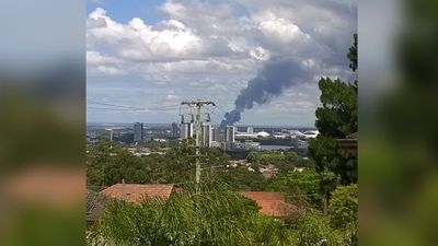 Sydney's skyline turned black from the effects of the fire. (Arun Thenappan)