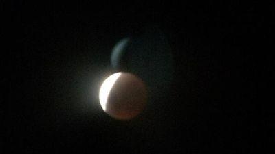 The eclipse photographed from New York. (Twitter: @Xx_JBOOGZ_xXX)