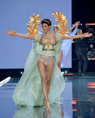 Jourdana Phillipsat the Victoria's Secret 2017 runway show in Shanghai.